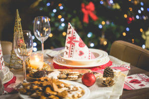 wonderful-christmas-dinner-table-setting-picjumbo-com
